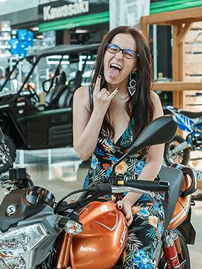 Победительница розыгрыша в Instagram забрала мотоцикл!
